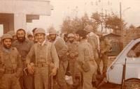 شهید علی میاندره بهمراه سرهنگ اکبر پاسندی در هنگام اعزام به جبهه